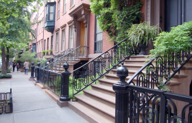 10 Ways to Break Up on the Stoop of a Building You Don't Live In