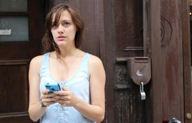Woman In Group Text Suspicious There's Another Group Text