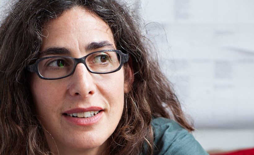 Questioning the ≠accuracy of every bit of information she is given Ö Sarah Koenig