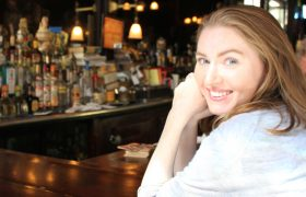 Incredible! This Woman Finished Telling An Entire Story In This Noisy Bar