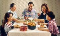 1024px-Family_eating_meal