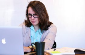 Woman Ready To Spend $650 Online Deterred By $3.99 Shipping Fee