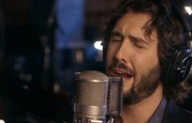 9 Pictures of Josh Groban To Send To Your Mom