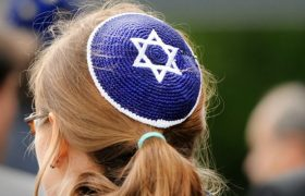Balding Woman Fools 'Em All By Wearing Well-Placed Yarmulke