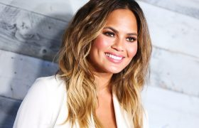 Chrissy Teigen Tweets Exactly What You Are Thinking While Being Exactly 10 Times As Hot