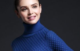 Aw! This Woman Thinks A Turtleneck Is A Personality