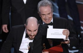 Brave! These 'La La Land' Producers Graciously Allowed 'Moonlight' to Accept the Oscar It Won