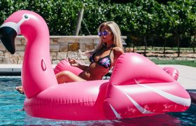 Man Mistakenly Catcalls Particularly Voluptuous Pool Float