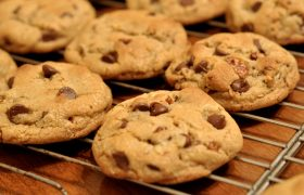 5 Holiday Treats You Won't Make Because You're Eating Chocolate Chips Out of the Bag Again